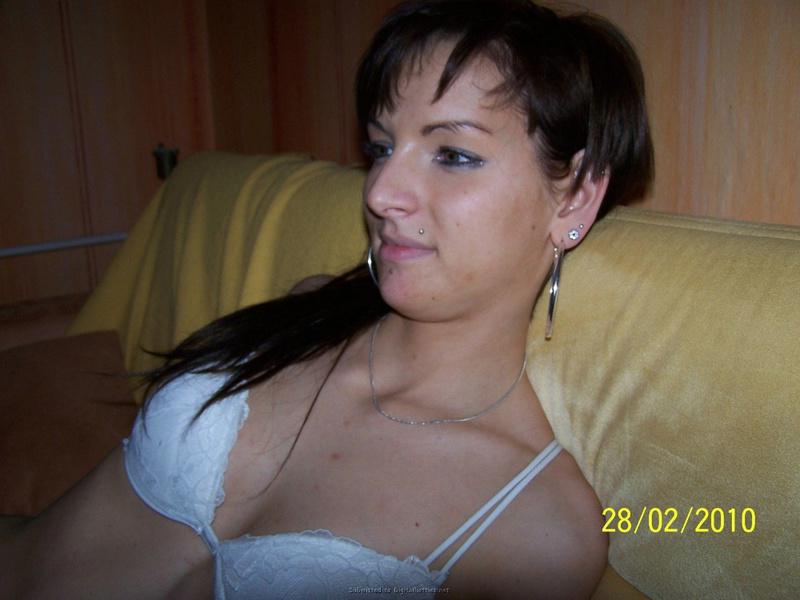 Домохозяйка обожает подрочить писю, на глазах у мужа 7 фото