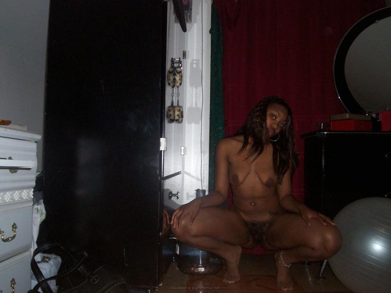 Кокетливая негритянка заигрывает с незнакомцем онлайн 4 фото
