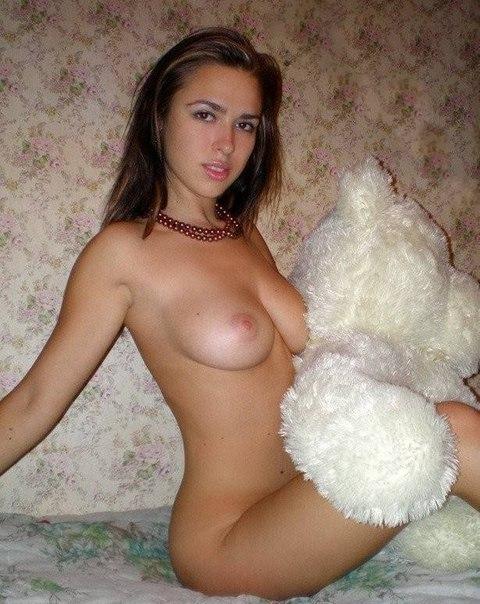 Сочные девушки демонстрируют голые сиськи 4 фото