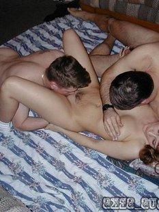 Любовники дерут одиноких телок во все дыры в групповухе