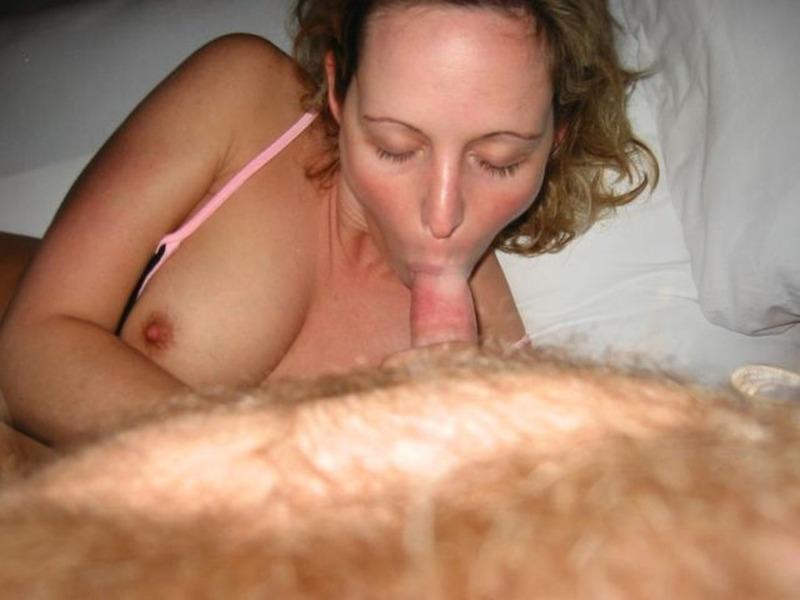 Заводная мамка дрочит киску перед мужем и берет в рот 16 фото
