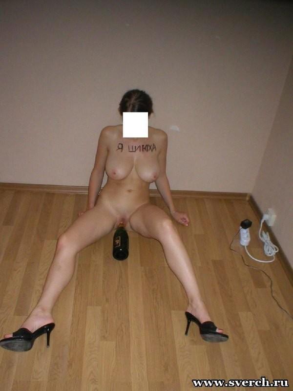 Сисястая прыгает на горлышке бутылки 8 фото