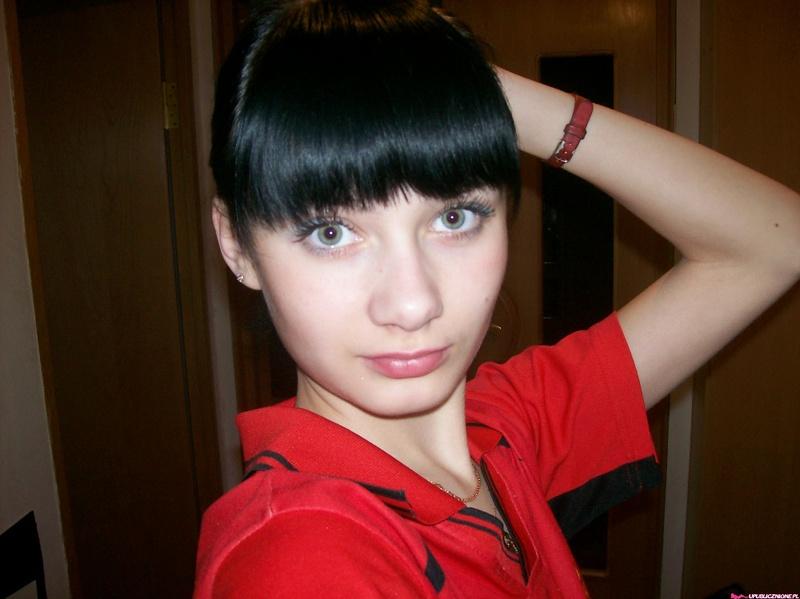 Молодая славянка в бане и в квартире позирует в нижнем белье 4 фото