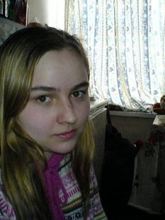 Грустная 20-летняя девушка в выходной день