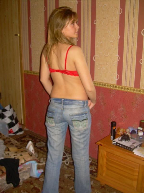 Домашние снимки русской красавицы до поездки на море и после 6 фото