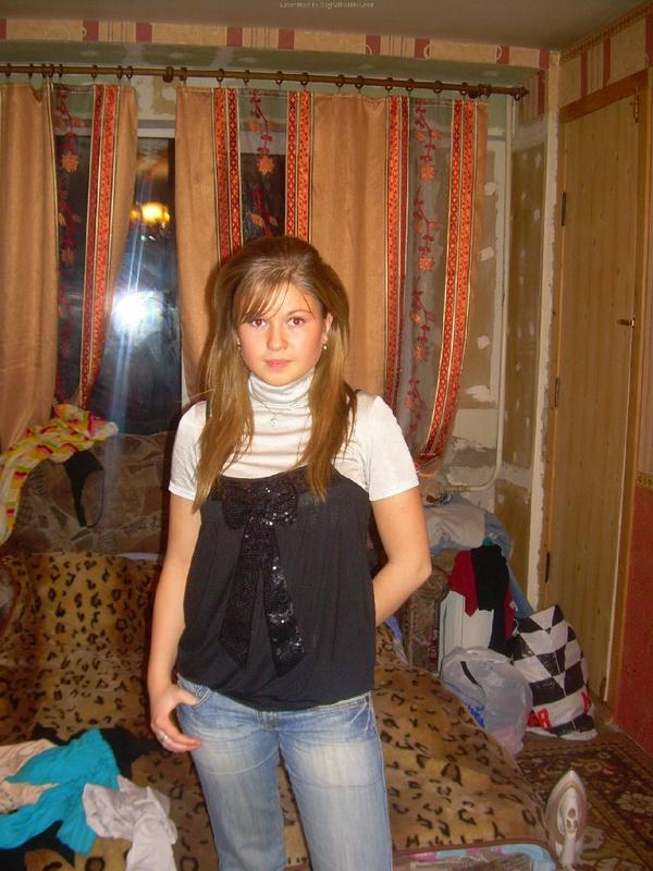 Домашние снимки русской красавицы до поездки на море и после 2 фото