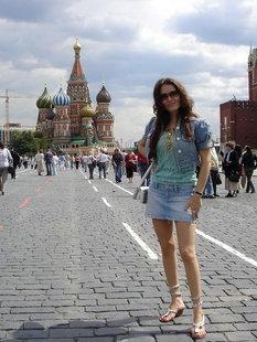 Сексуальная брюнетка из Москвы раздевается дома и на улице