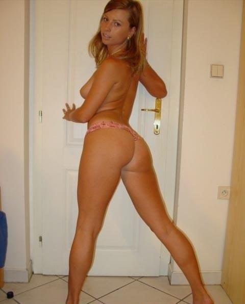 Русая домохозяйка сосет член и трахается 19 фото