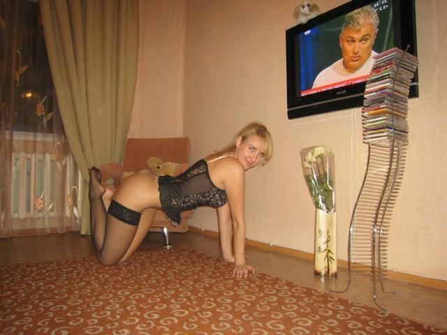 Русские цыпочки оголяются в домашней обстановке 2 фото