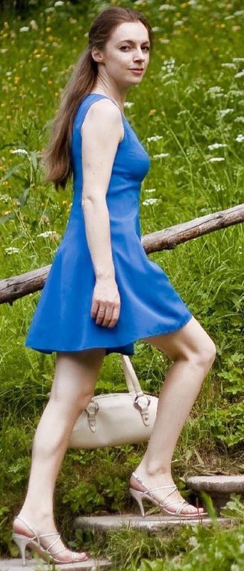 Русская мамка со стройным телом отдыхает в Крыму 13 фото