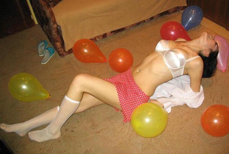 Личные снимки похотливой девушки в нижнем белье и обнаженной 12 фото