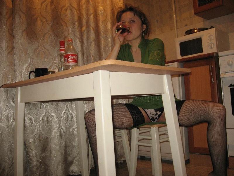 Одинокая мамаша в чулках хочет чтобы её трахнули 6 фото