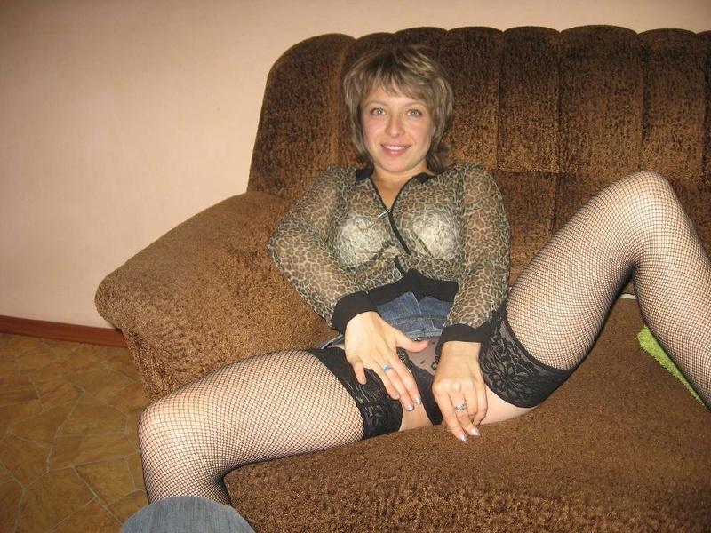 Одинокая мамаша в чулках хочет чтобы её трахнули 7 фото