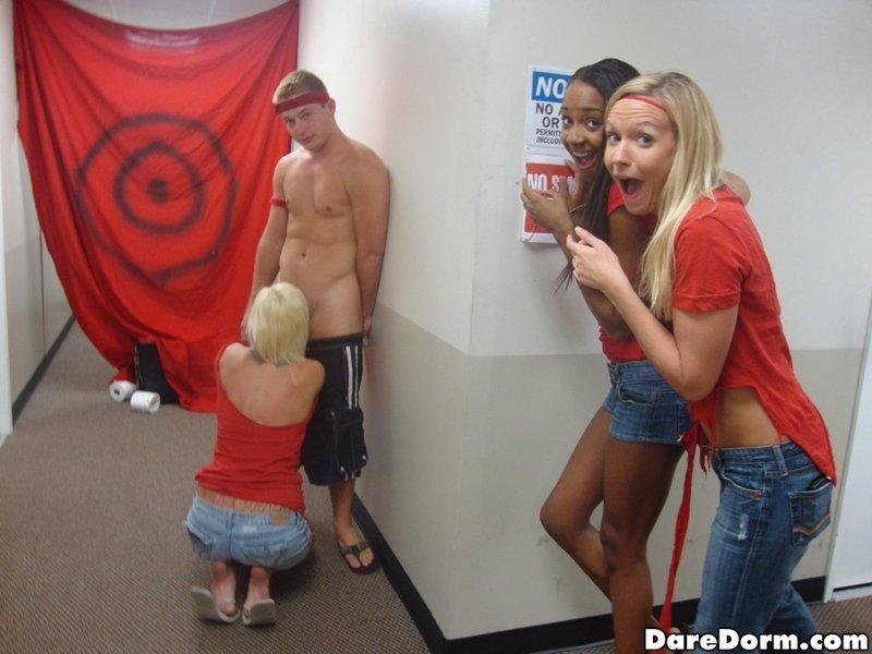 Развратные вечеринки с американскими студентками в общежитиях 12 фото