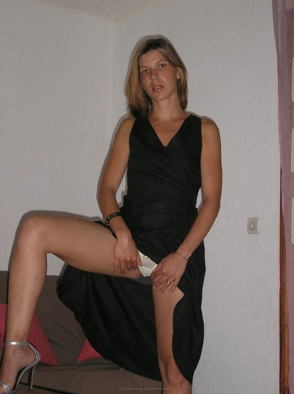 Немецкая женщина примеряет разные комплекты белья для мужика 33 фото