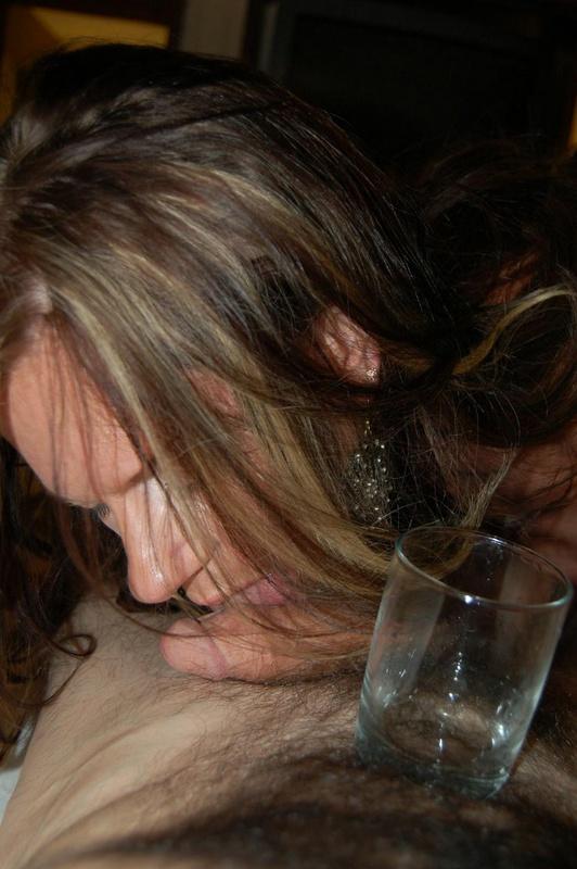 Сисястая женщина возбудила мужа дырками и потрахалась с ним 7 фото