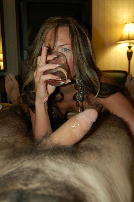Сисястая женщина возбудила мужа дырками и потрахалась с ним 6 фото