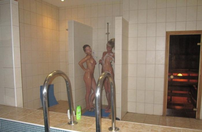 Лесбиянки в бане голые 4 фото