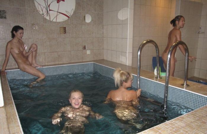 Лесбиянки в бане голые 5 фото