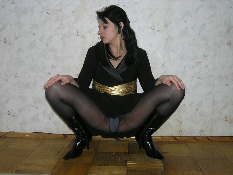 Мужик трахает от первого лица жену в сексуальном нижнем белье 1 фото