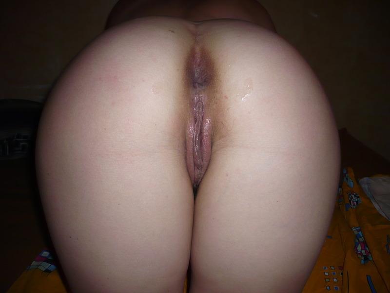 Чернявая мамка обожает сосать пенисы дома 3 фото