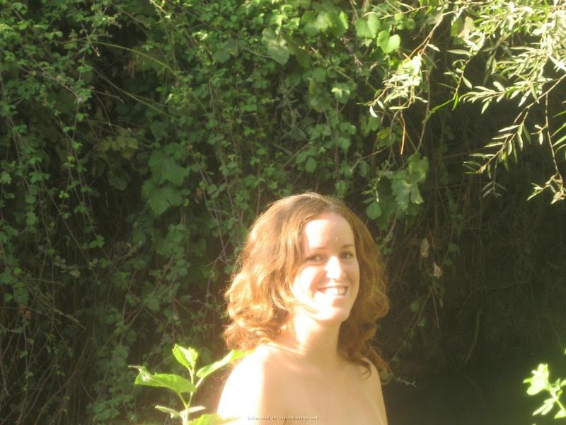Баба сняла зеленое бельё и помылась в реке голая на глазах парня 2 фото