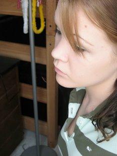 Откровенные селфи стройной девушки перед зеркалом