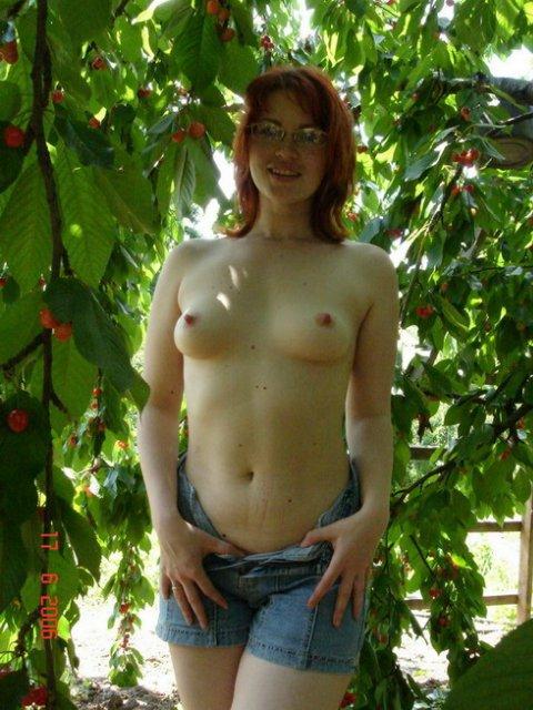 Рыжая стерва не отказывается от секса и позерства 1 фото