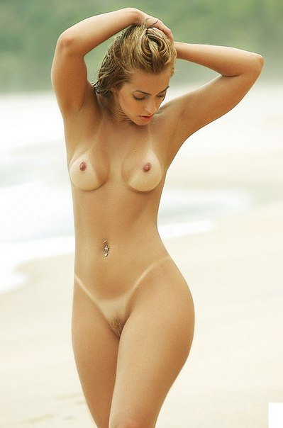 Фотографии голых в публичных местах 15 фото
