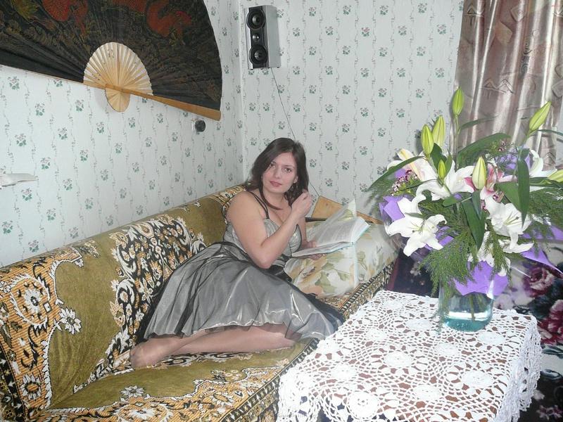 Русская баба примеряет разное белье и позирует голая на камеру 32 фото