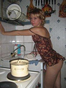 Обнаженные тела красивых дам дома