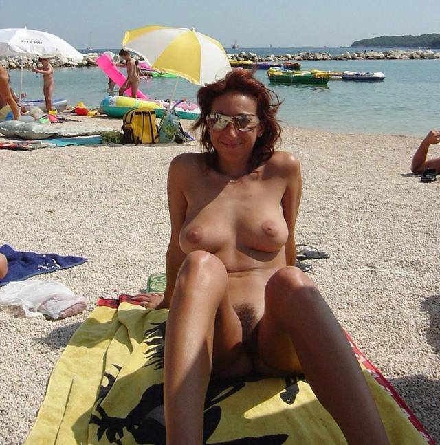Голые девушки и опытные мамочки выставляют напоказ интимные места 36 фото