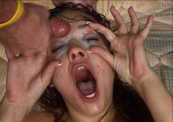 Девушки и женщины откровенно позируют на камеры 28 фото