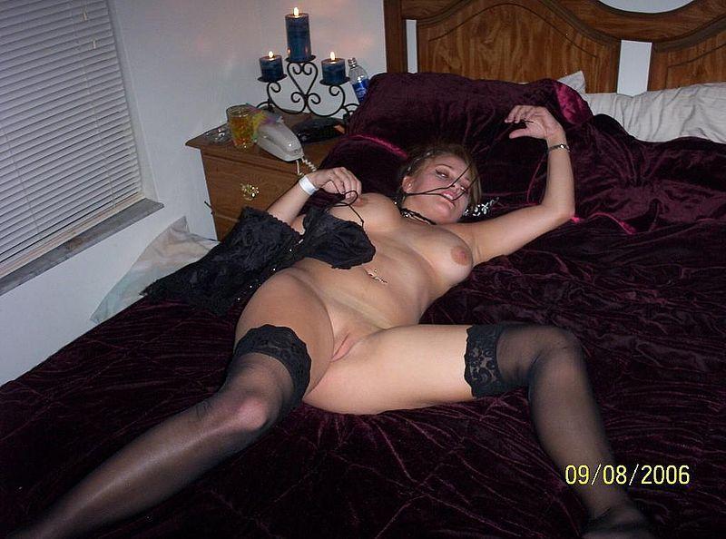 Полненькая девушка хвастается большой грудью 5 фото