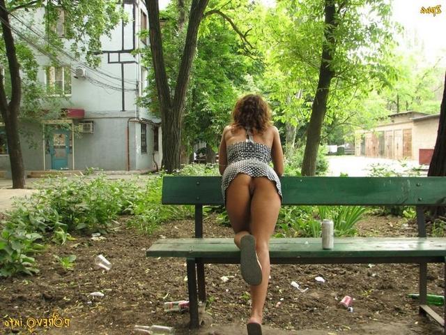 Соседские девушки и разведенки зазывают мужиков пошлыми снимками 12 фото