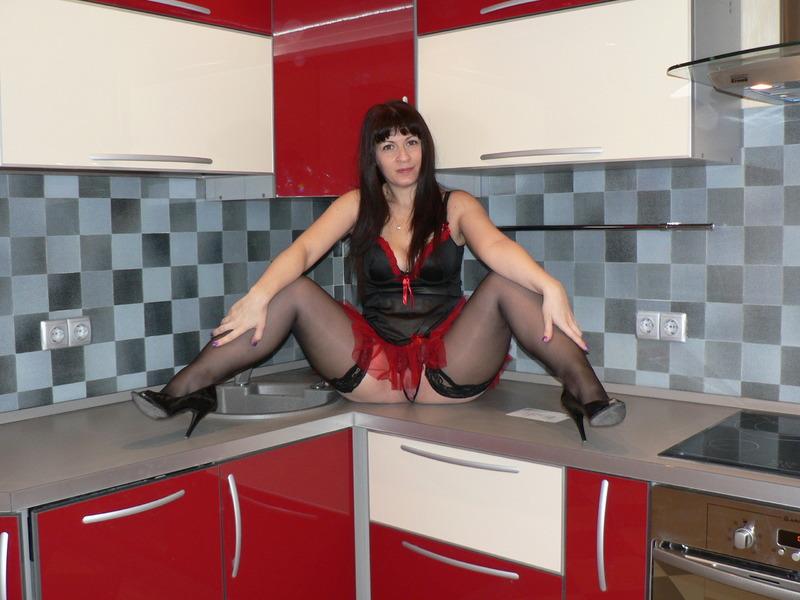 Домохозяйка с большими сиськами из Москвы шалит на камеру 4 фото