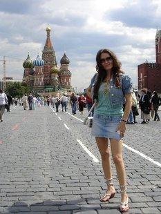 Похотливая москвичка раздевается для любовника на улице и дома