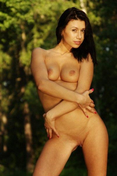 Оголила свое тело на природе 23 фото