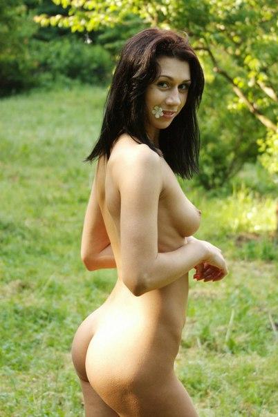 Оголила свое тело на природе 40 фото