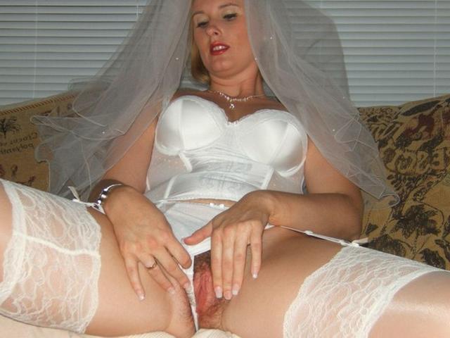 Модель дрочит киску и сосет члены в образе секретарши, невесты и не только 37 фото