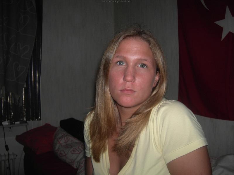 Молодая американка раздевается для сайта знакомств 6 фото