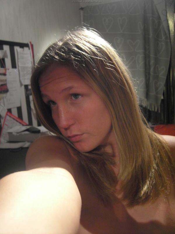 Молодая американка раздевается для сайта знакомств 21 фото