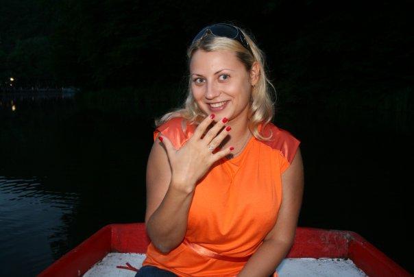 Толстая эксгибиционистка позирует дома 5 фото