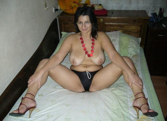 Подборка домашних девушек и мамок в нижнем белье и голышом 23 фото