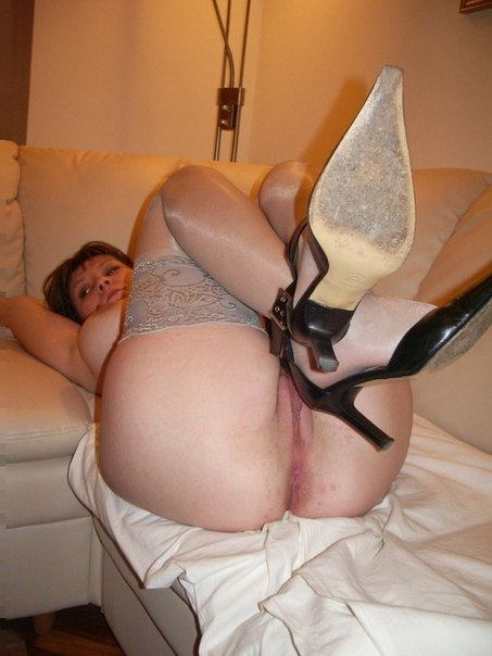 Пикантные снимки домашнего секса втроем 20 фото