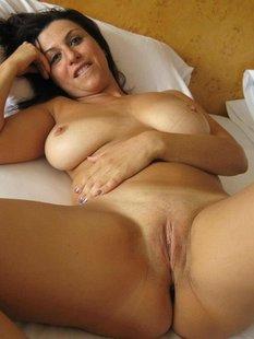 Подборка эротических снимков красоток с обнажёнными кисками