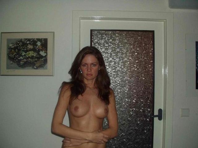 Искушенные девицы показывают свою сущность эротикой и сексом 23 фото