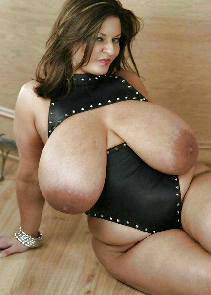 Пышные зрелые мамочки оголили свои огромные жопы и дойки 9 фото