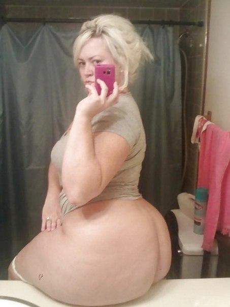 Пышные зрелые мамочки оголили свои огромные жопы и дойки 8 фото