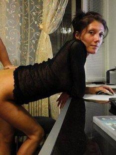 Баба предоставляет интимные услуги мужчинам за деньги